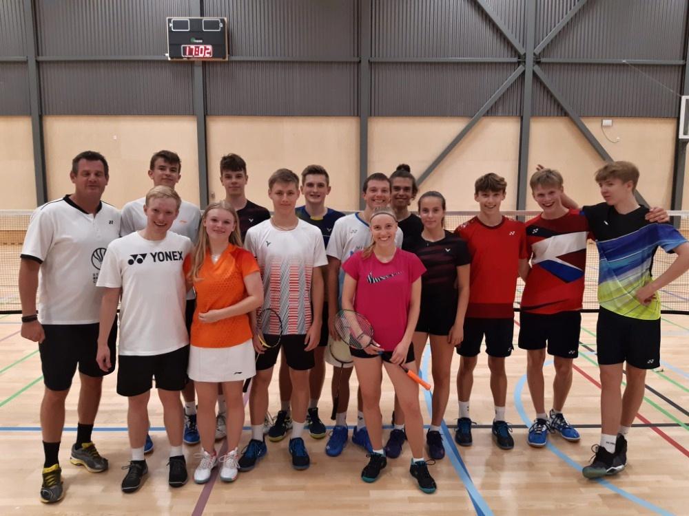 Sedmička statečných ze Slatiny společně s členy klubu Stenhus Badminton College.
