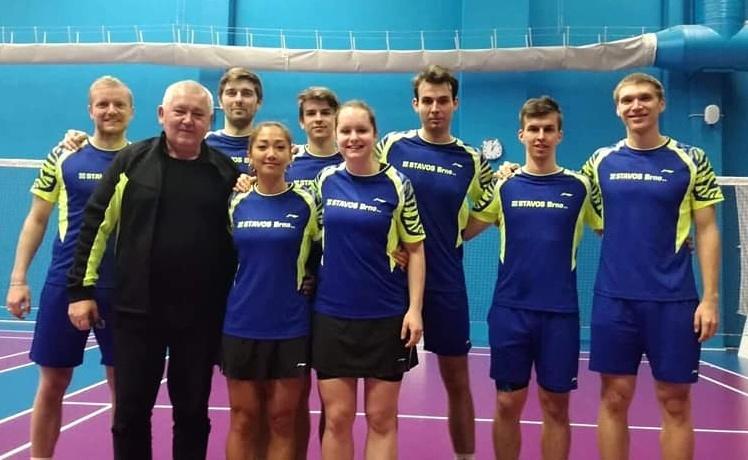 Kompletní tým SK STAVOS Brno Slatina, který vybojoval v nováčkovské sezoně extraligy smíšených družstev cenné čtvrté místo.